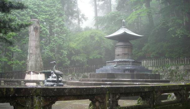 masuoleo-tokugawa-con-la-nebbia.jpg