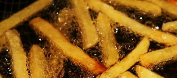 patatine-durante-il-processo-di-frittura_494623.jpg